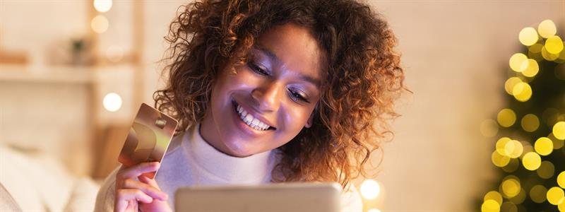 Should You Use Credit or Debit for Your Holiday Shopping This Year?